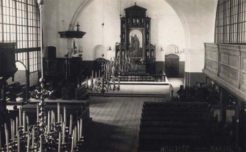 Halliste kiriku sisevaade sel ajal, kui õpetaja Erwin Karl Reinhold von Dehn siin teenis.  Internet