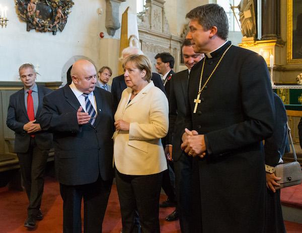 Liidukantsler Angela Merkel käis Tallinna toomkirikus