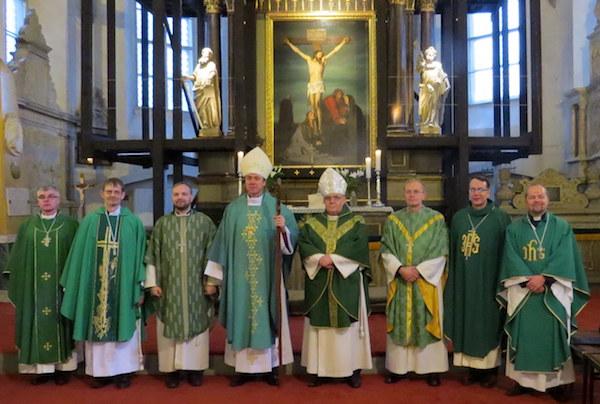 Viis kauaaegset diakonit pühitseti preestriks
