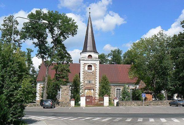 800px-Kanepi_kirik