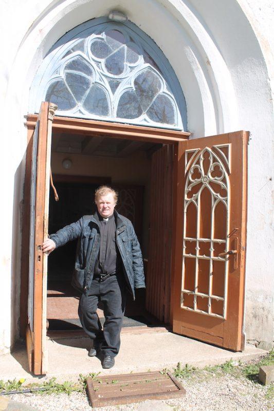 Kiriku uks taas valla